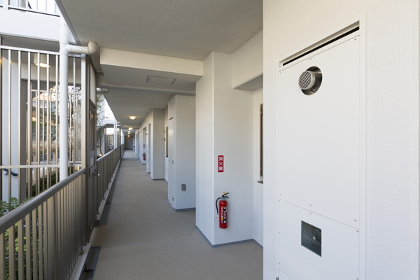 マンションの廊下のイメージ